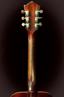 The finish on the back of the neck has worn off – notice the drastically different color from the back of the headstock and the start of the neck.