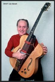 """Les Paul with his original solid body electric guitar """"The Log"""" (built in 1940)"""