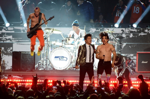 Bruno Mars and teh Chili Pppes perform at the Super Bowl